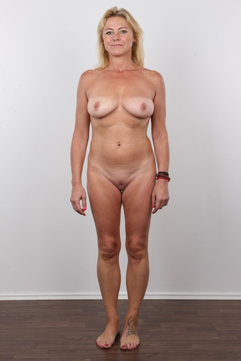 Mature Spreading Pussy Hd