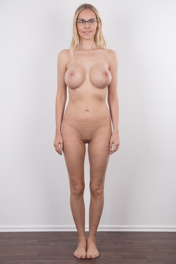 Margo nude standing — pic 11