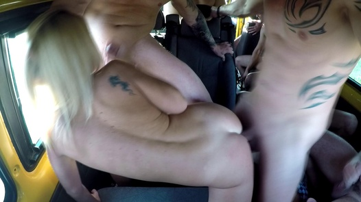 Model wird in Gruppen gefickt | Czech Bang Bus 2