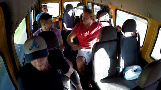 Brutální bukkake s chlupatou MILFkou | Czech Bang Bus 4