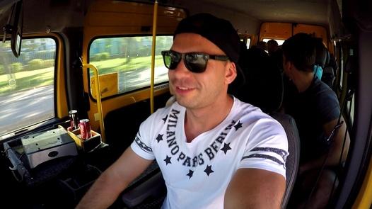 Brutal Bukkake mit einer haarigen MILF | Czech Bang Bus 4