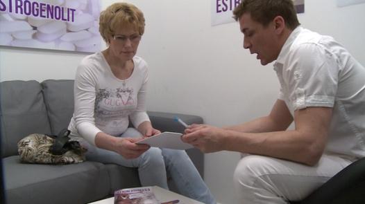 Mature woman squirts 4 times | Czech Estrogenolit 5
