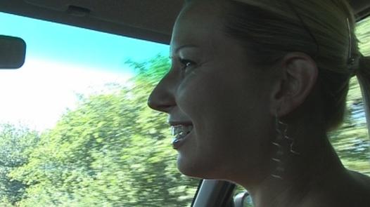 MILF wird hart gefistet | Czech First Video 11
