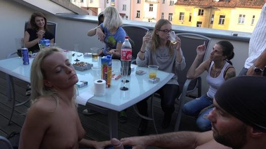 Nymphomanen brauchen Schwänze | Czech Home Orgy 11 Teil 1