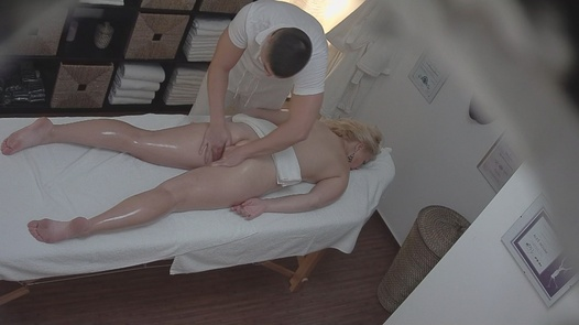 Blonde MILF gets a happy ending massage