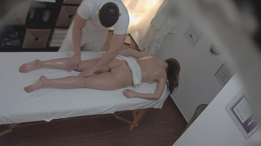 Married lady gets a massage
