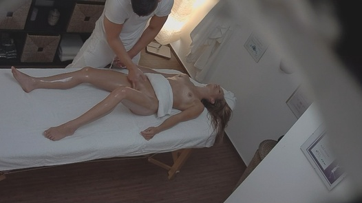 Blonde gets fucked during the massage