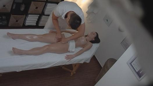 Busty beauty fuck the masseuse