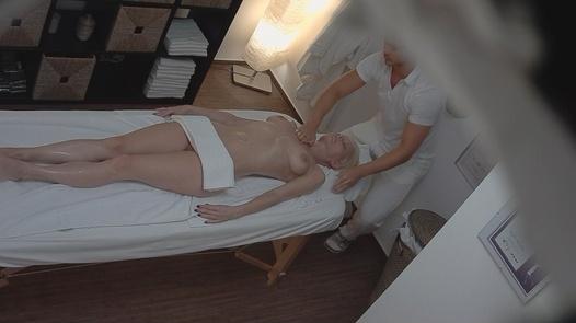 Model fucks the masseuse 2