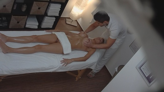 Beautiful MILF gets a happy ending massage | Czech Massage 59