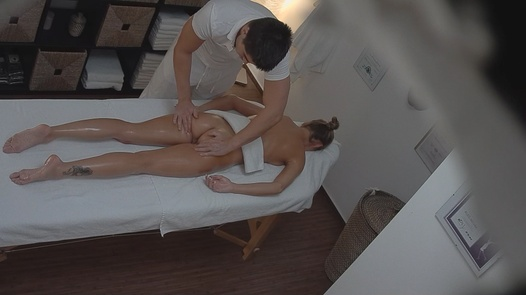 Veronika Fasterova gets an erotic massage