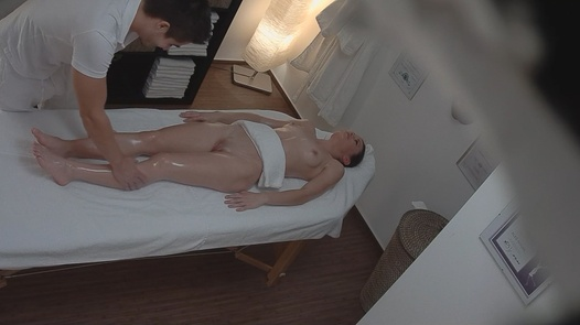 Brunette enjoy the pussy massage | Czech Massage 77