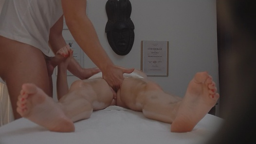 Busty MILF blows the masseuse