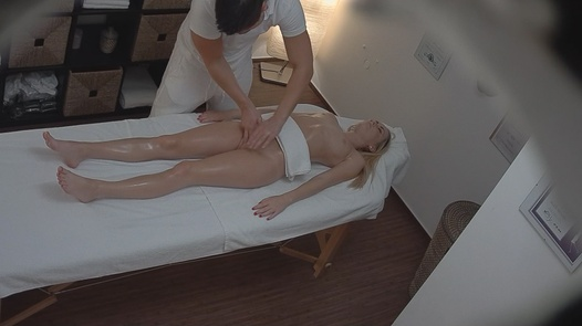 Blonde came for a massage