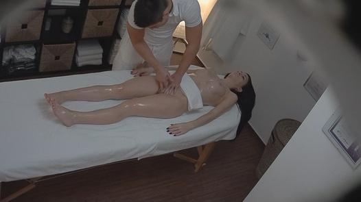 Brunette came for a massage