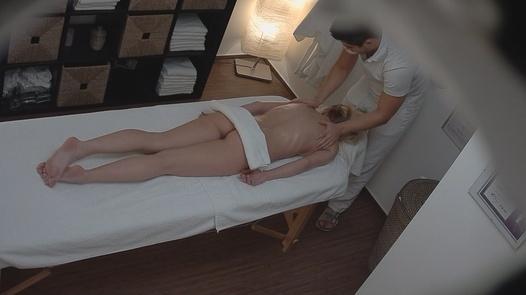 Beauty gets an anal massage | Czech Massage 94