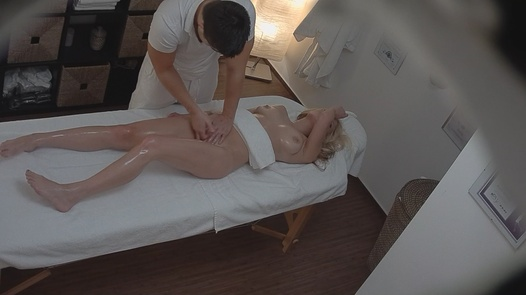 Beauty gets an anal massage | Czech Massage 94