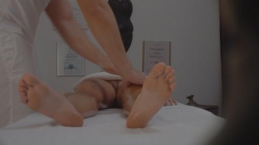 Asian gets an erotic massage   Czech Massage 103