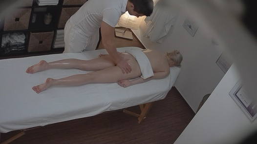 Blonde came for an erotic massage