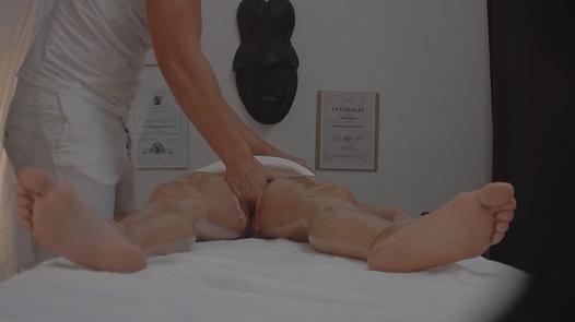 Brunette gets the massage of her dreams 4 | Czech Massage 122