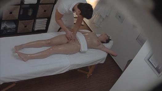 Brunette came for a massage 4