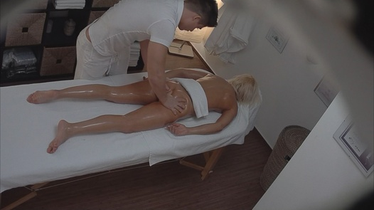 Blonde MILF came for an erotic massage