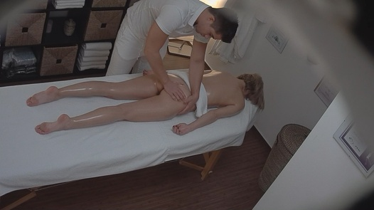 Busty MILF came for an erotic massage