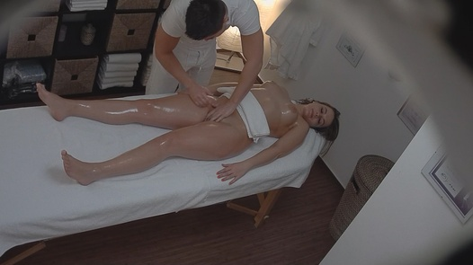 Busty blonde came for a massage