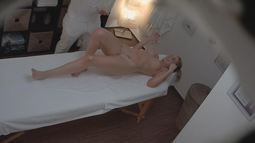 MILF gets fingered on the massage | Czech Massage 159