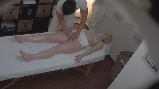 Blonde blows the masseuse