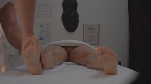 Katerina Hartlova gets an erotic massage