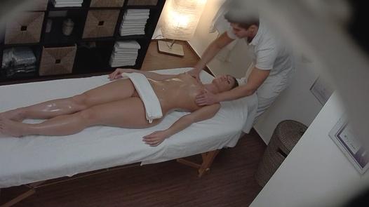 Model kam für eine erotische Massage