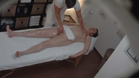 Hairy MILF came for an erotic massage