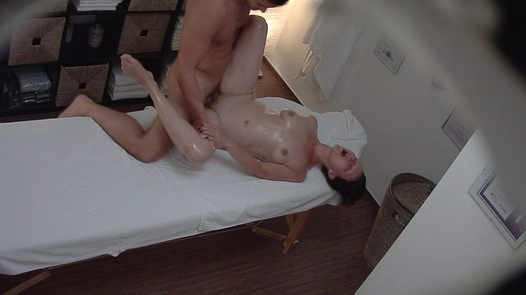 Mature lady fucks the masseuse