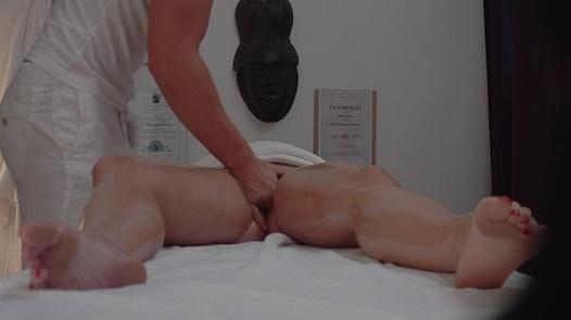 Pflegerin Bruste Dildo Lutschen