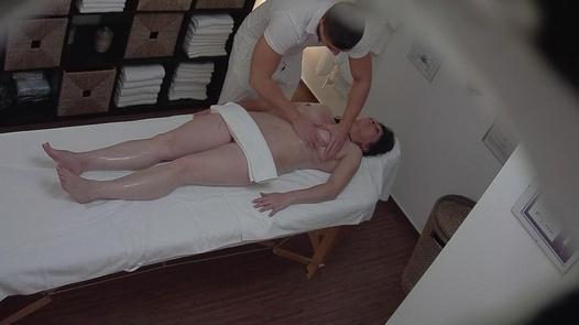 MILF kam für eine Massage