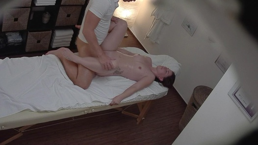 Brunette screws the masseuse