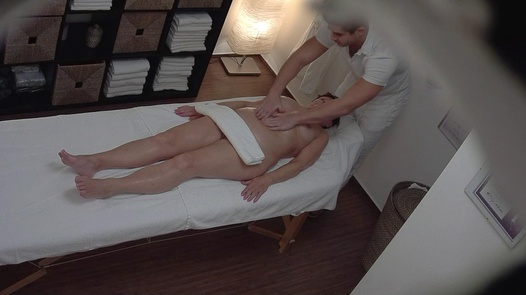 Busty lady gets an erotic massage
