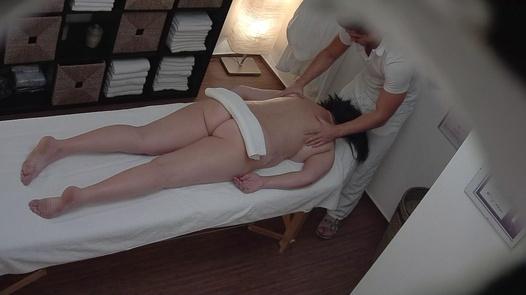 Mature busty fucks the masseuse | Czech Massage 275