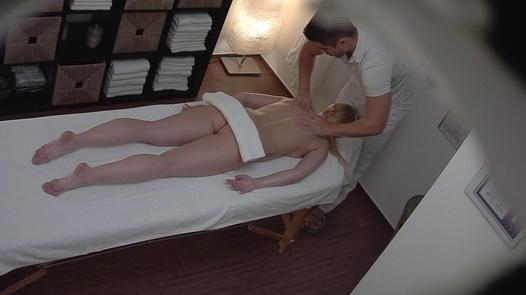 Blonde bekommt eine anale Massage | Czech Massage 281