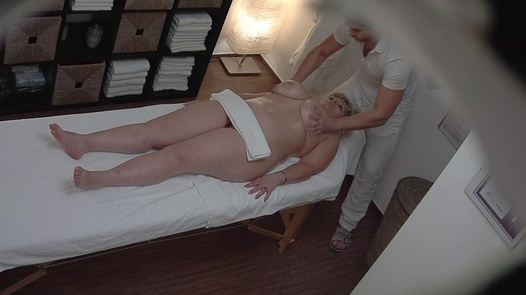 Busty MILF came for a massage
