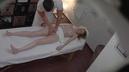 Blonde kam für eine erotische Massage 4