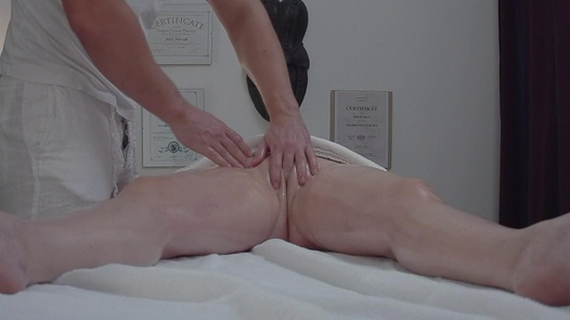 Reife Busty fickt die Masseuse 2 | Czech Massage 323