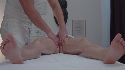 MILF gets the massage of her dreams | Czech Massage 337