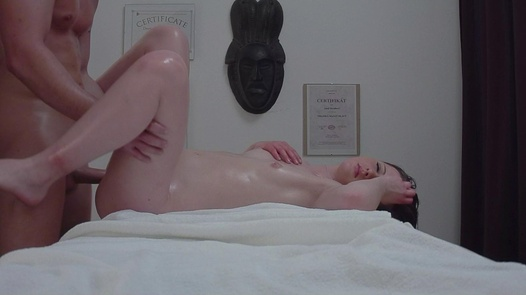 18 y/o princess fucks the masseuse