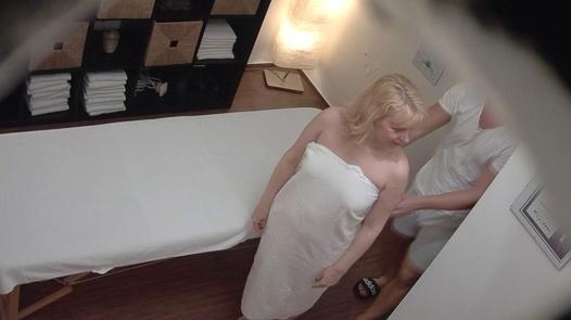 Blonde MILF gets the massage of her dreams | Czech Massage 359