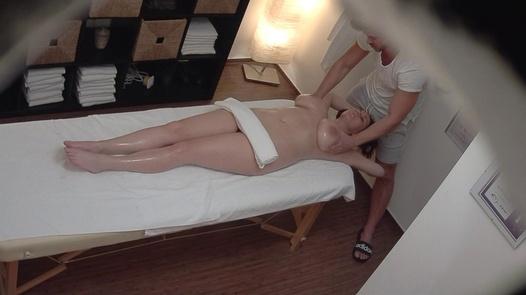 Hairy busty fucks the masseuse | Czech Massage 360