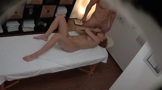 18 y/o beauty fucks the masseuse | Czech Massage 377