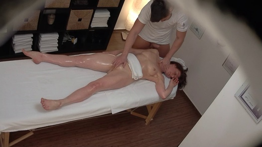MILF gets her pussy massaged 2