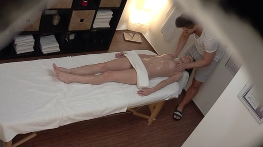 Slim model gets the massage of her dreams | Czech Massage 384